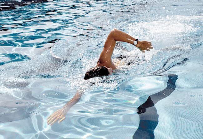 Nokia Steel in piscina