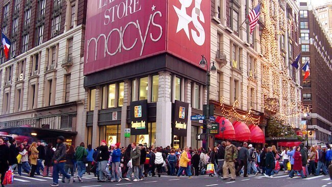 Il negozio Macy's che ha organizzato la prima parata di inizio degli acquisti di Natale nel 1924