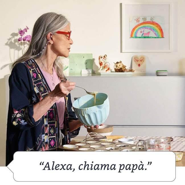 Amazon Echo Dot posizionato in cucina che risponde alla richiesta: Alexa, chiama papà.