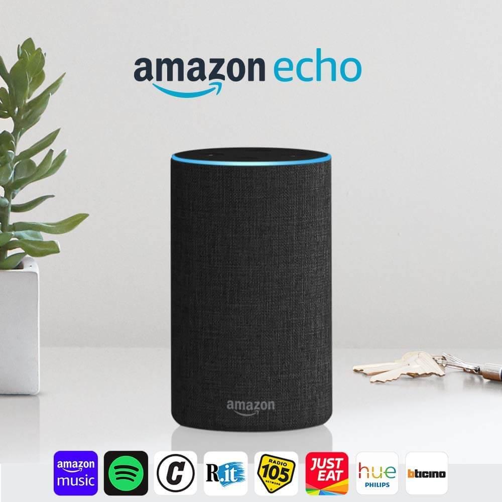 Amazon Echo con un elenco di Amazon Skill tra cui Spotify e Just Eat