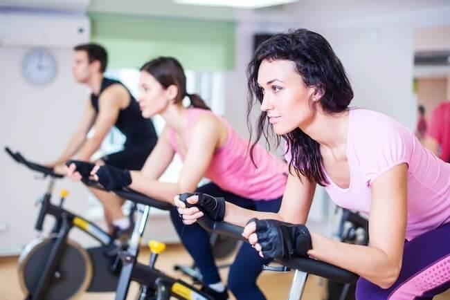 Una classe di spinning durante un allenamento