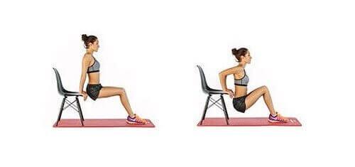 Una ragazza che sta allenando i tricipi con una sedia