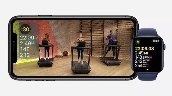 Sessione di allenamento sul tapis roulant con Apple Fitness+ riprodotta su un iPhone